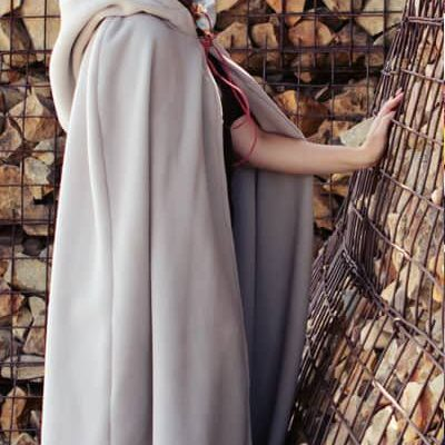 I love this! A FULL length hooded cloak that's a free sewing pattern with step by step instructions! Perfect for a DIY costume idea. Love